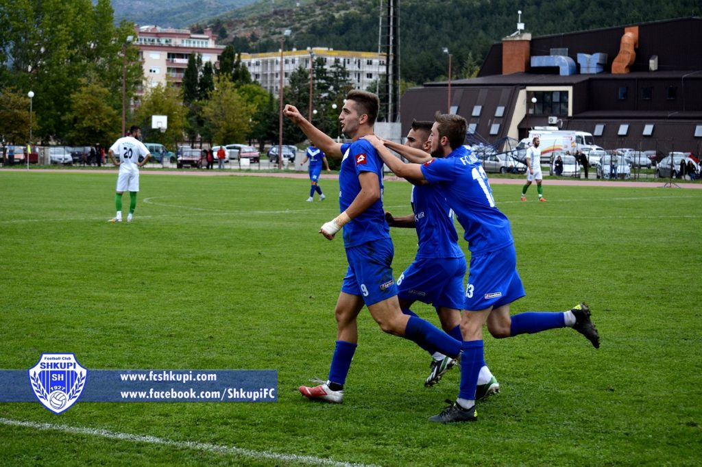Husein Demiri (9) duke festuar golin ndaj Mlladost CD